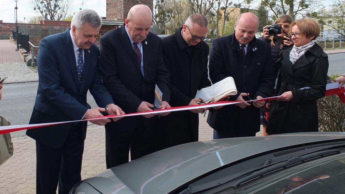 Przekazanie samochodu dla Powiatowej Stacji Sanitarno-Epidemiologicznej w Brodnicy